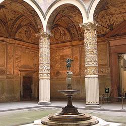 Korto de palaco kun puto - Palasthof mit Brunnen