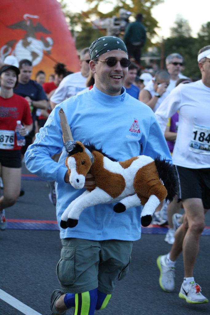 24.MCM34.RunnersStart.Route110.Arlington.VA.25October2009