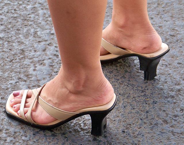broken sandals (F)