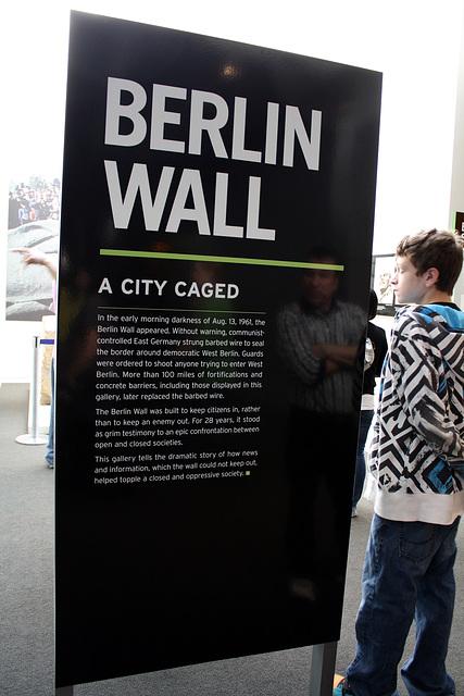 02.BerlinWallGallery.Newseum.WDC.8November2009