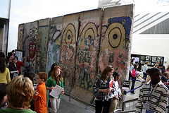 03.BerlinWallGallery.Newseum.WDC.8November2009