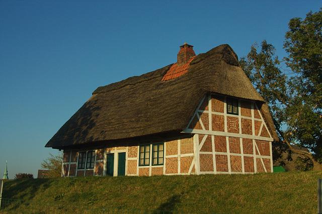 Haus auf dem alten Deich