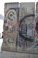 08.BerlinWallGallery.Newseum.WDC.8November2009