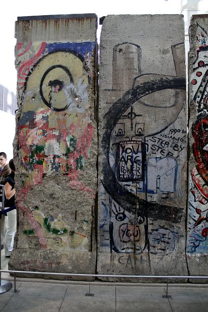 09.BerlinWallGallery.Newseum.WDC.8November2009