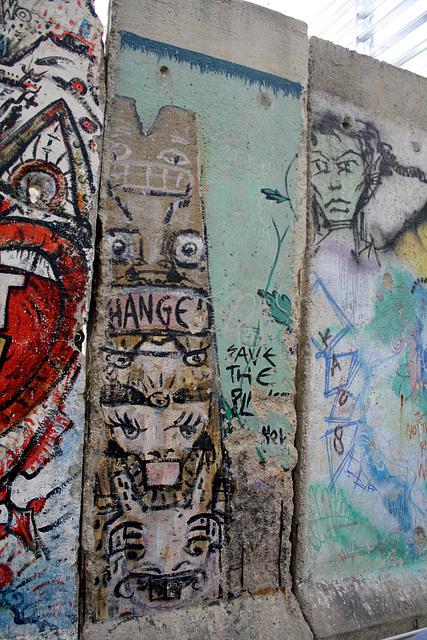 11.BerlinWallGallery.Newseum.WDC.8November2009