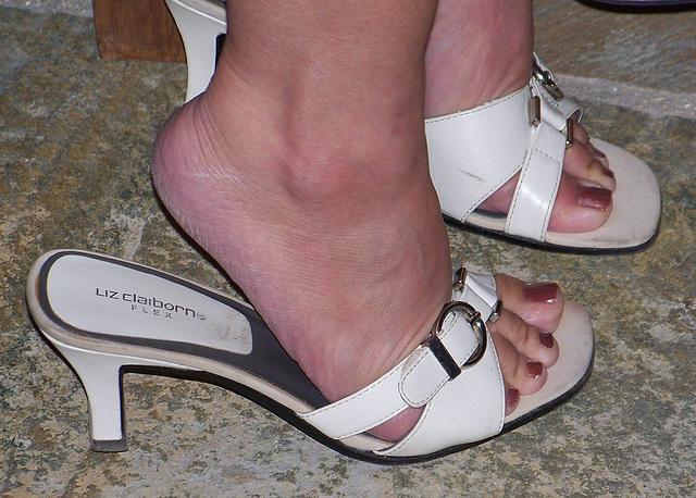 MILF feet in liz claiborne sandals
