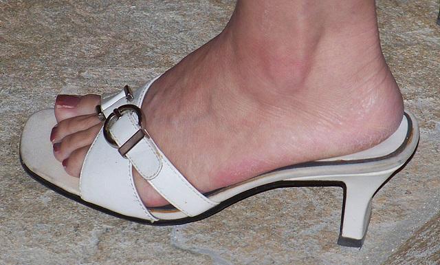 cute feet (F)