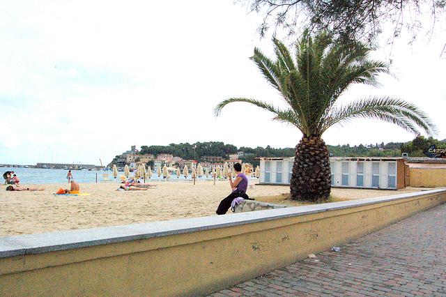 plaĝomureto- kleine Strandmauer