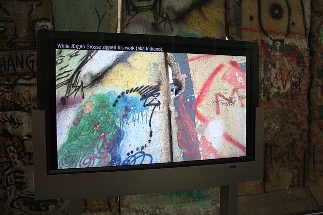 34.BerlinWallGallery.Newseum.WDC.8November2009