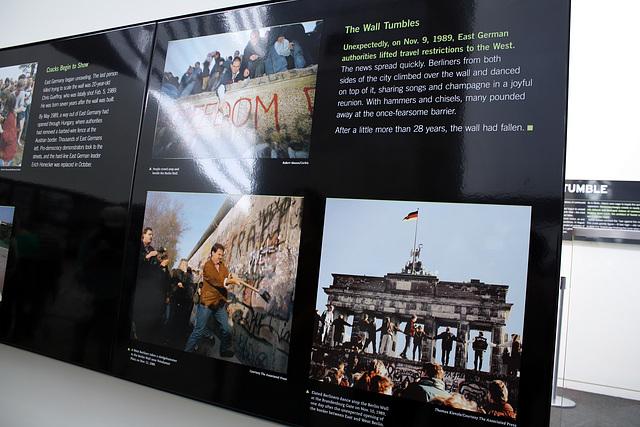 43.BerlinWallGallery.Newseum.WDC.8November2009