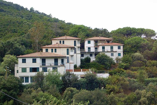 rava aranĝo de domoj - bezauberndes Arrangement von Häusern