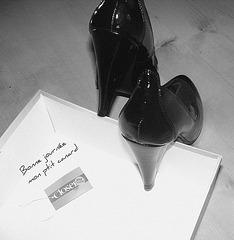 Les escarpins de mon amie Christiane / Closer -  Escarpins de mariage avec talons de 12 cm.  N & B