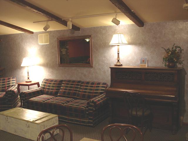 Econolodge. Mendon. Vermont - USA.  26 juillet 2009 - Piano room - Salle de piano - Sans flash
