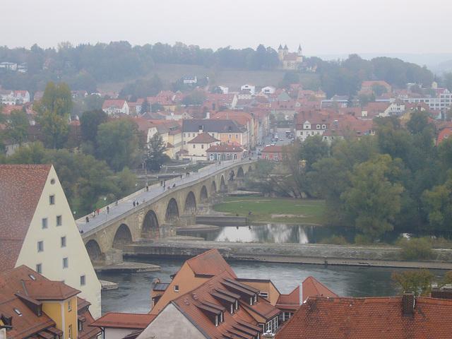 Regensburg - Blick zur Steinernen Brücke