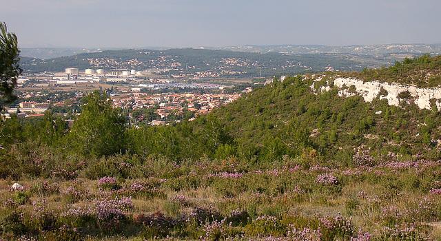 vue sur Rognac et les raffineries de Berre