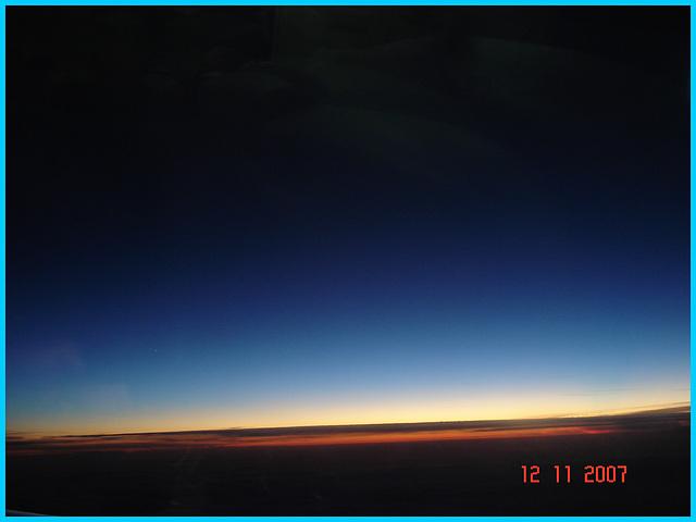 Sky colours / Couleurs aériennes -  Vol / Flight Amsterdam / Montréal .  Au départ /  Takeoff -  12 Nov 2007