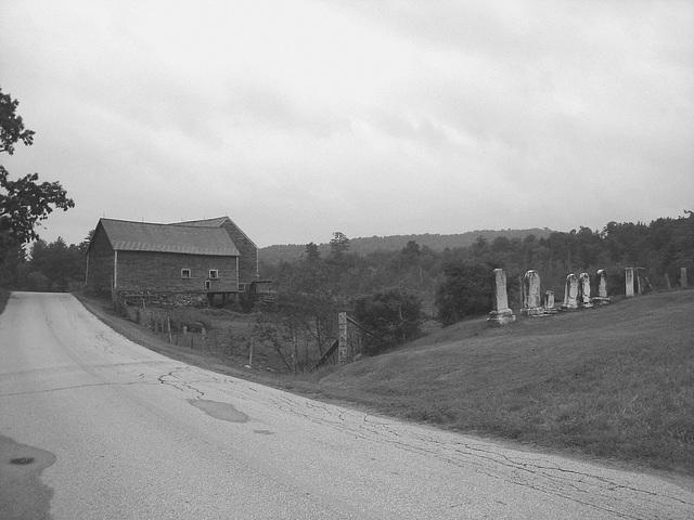 Lake Bomoseen private cemetery. Sur la 4 au tournant de la 30. Vermont, USA - États-Unis / N & B
