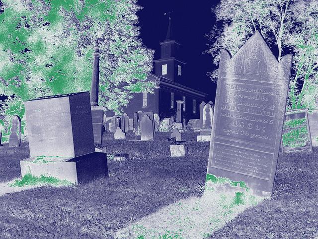 Whiting church cemetery. 30 nord entre 4 et 125. New Hampshire, USA. 26-07-2009 -  Négatif avec vert photofiltré.