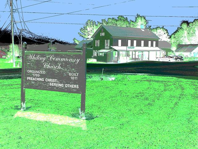 Whiting church cemetery. 30 nord entre 4 et 125. New Hampshire, USA. 26-07-2009 -  Négatif RVB avec ciel bleu photofiltré + postérisation DSC00169