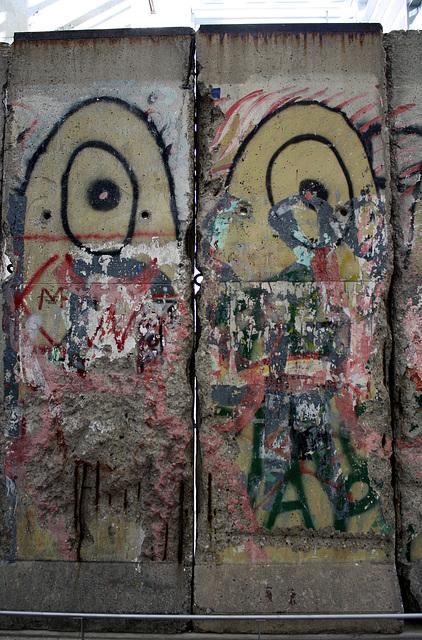 13.BerlinWallGallery.Newseum.WDC.8November2009