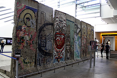 15.BerlinWallGallery.Newseum.WDC.8November2009