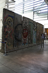 16.BerlinWallGallery.Newseum.WDC.8November2009