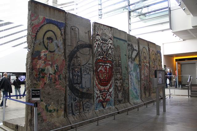 18.BerlinWallGallery.Newseum.WDC.8November2009