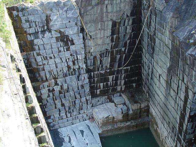 Carrière de marbre / Marble quarry -  Route 125.- Green Mountains. Vermont.  États-Unis / USA - 25-07-2009