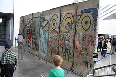 19.BerlinWallGallery.Newseum.WDC.8November2009