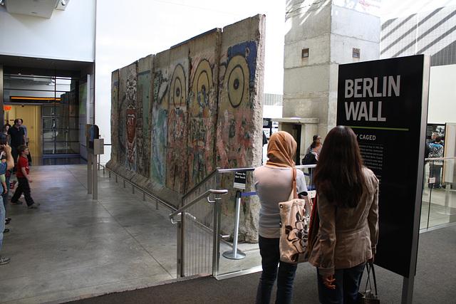 21.BerlinWallGallery.Newseum.WDC.8November2009