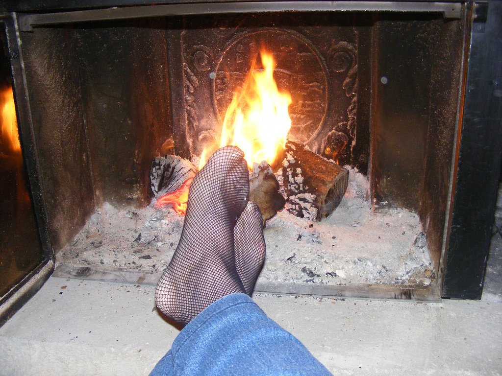 My beloved friend Christiane's hot feet with permission /  Les Pieds de mon amie Christiane avec permission -  Sexy hot feet / Petits pieds sexy bien au chaud
