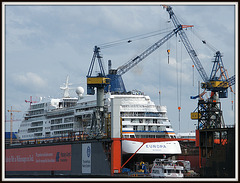 MS EUROPA im Dock bei Blohm & Voss