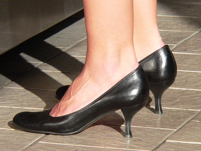black heels (F)