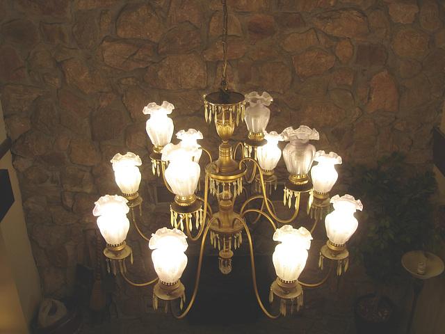 Econolodge. Mendon. Vermont - USA. Luxurious chandelier - Lustre de luxe.  26 juillet 2009 - 2