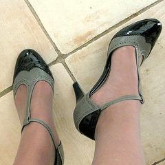 Mon amie DD pot de colle en talons hauts avec permission / My friend DD in high heels with permission - Photo originale / 21 octobre 2009.