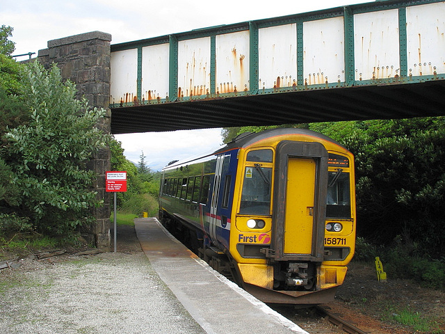158711 arrives at Plockton station