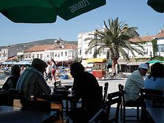 Eski Foca, im Café