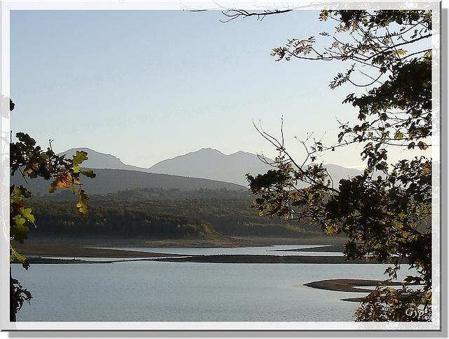 Coucher de soleil automnal sur le lac....