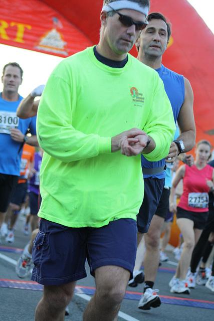 25.MCM34.RunnersStart.Route110.Arlington.VA.25October2009