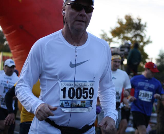 28.MCM34.RunnersStart.Route110.Arlington.VA.25October2009