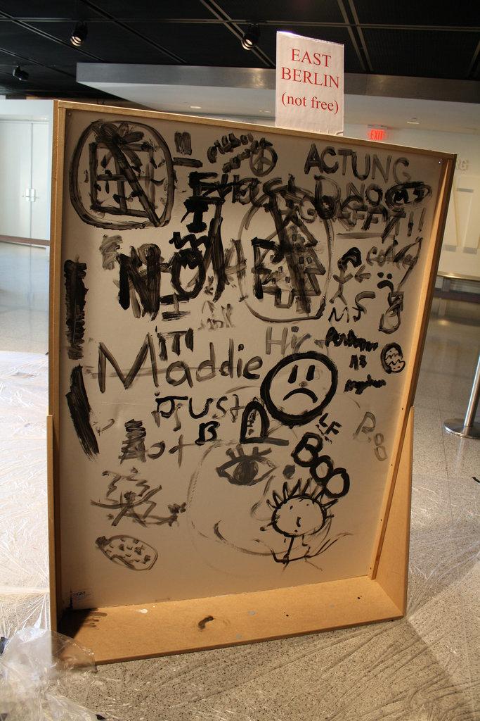 18.Graffiti.BerlinWall.Newseum.WDC.8November2009