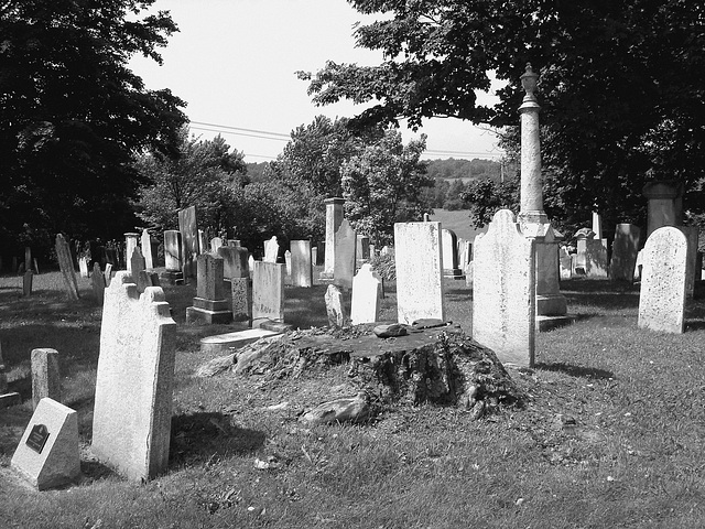 Whiting church cemetery. 30 nord entre 4 et 125. New Hampshire, USA. 26-07-2009-  N & B