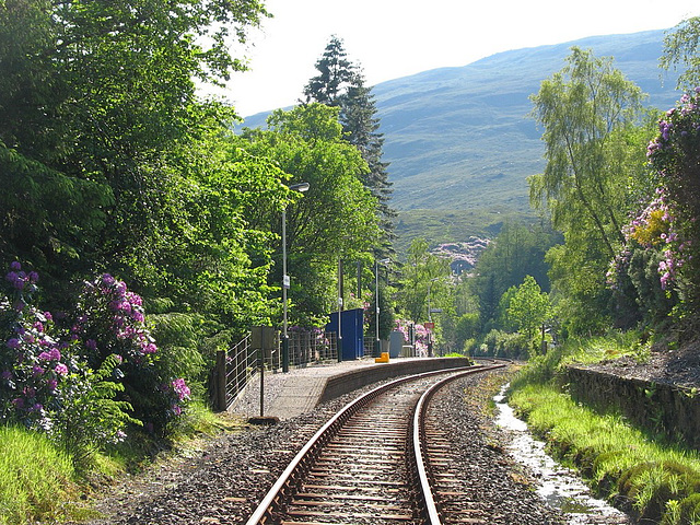Achnashellach station approach