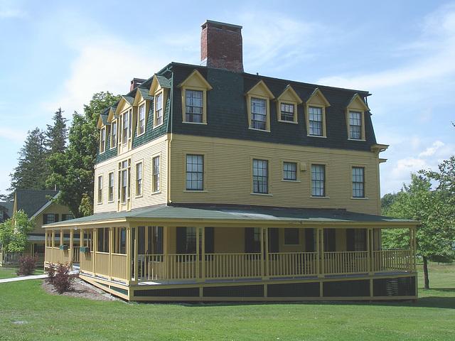 Campus Louise sur route 125. Green Mountains. Vermont , États-Unis / USA.  25 juillet 2009.
