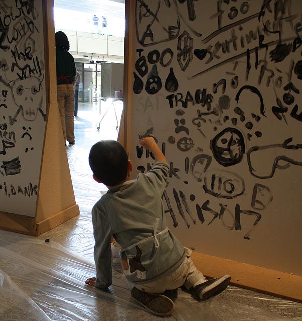 31a.Graffiti.BerlinWall.Newseum.WDC.8November2009