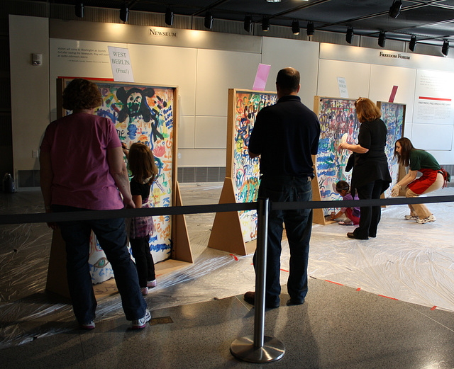 39.Graffiti.BerlinWall.Newseum.WDC.8November2009