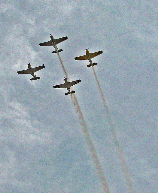 Palm Springs Veterans Parade Flyover (1762A)