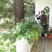 Mon amie / My friend Elisabeth - Arrosage de plantes - Plants watering.