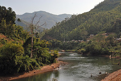 Nam Kor river and the village Hat Aine