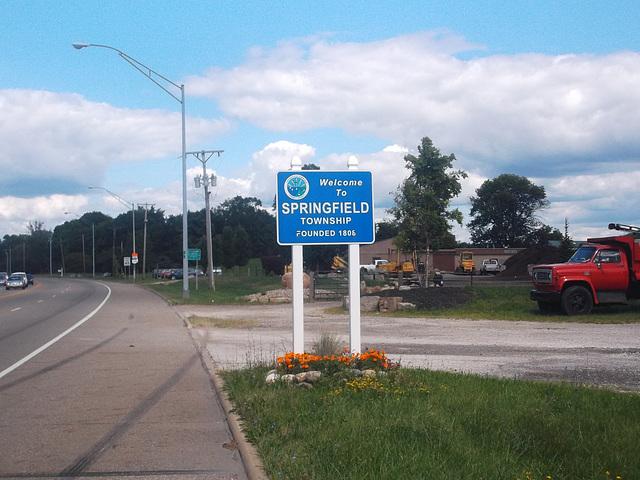 Entering Springfield / Entrée sur Springfield.
